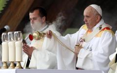 Visita del Papa in Romania, oggi l'incontro con i rom