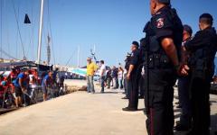 Migranti, nave Alex: litigio fra militari e Viminale