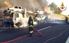 Autostrada A1: chiuso tratto Valdichiana-Arezzo (verso Firenze) per bisarca in fiamme