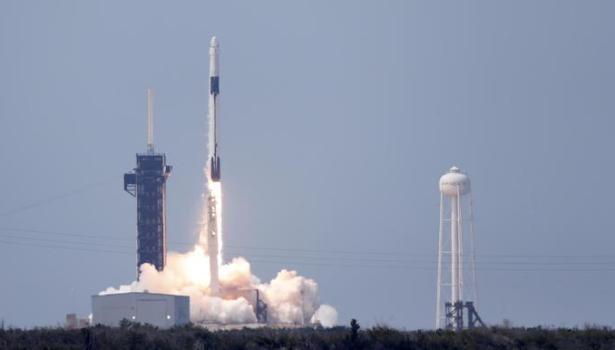 Cape Canaveral: lanciata nello spazio la Crew Dragon, prima capsula privata (video)