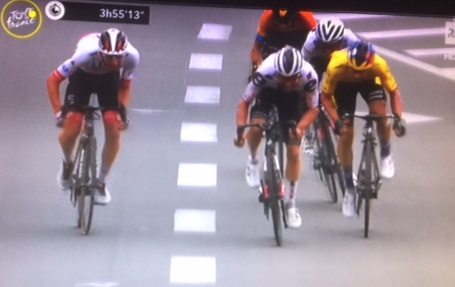 Tour de France: Nans Peters vince la tappa