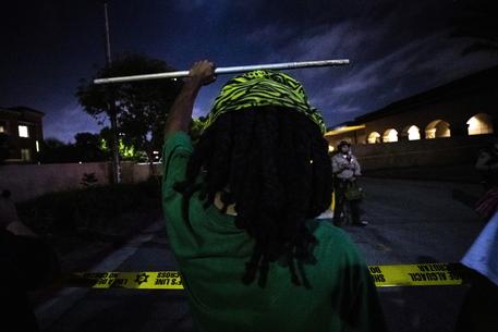 Usa, continuano le proteste: la polizia uccide un afroamericano a Los Angeles