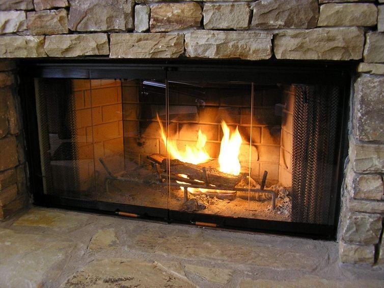 Fireplace glass doors as a part of fireplaces design