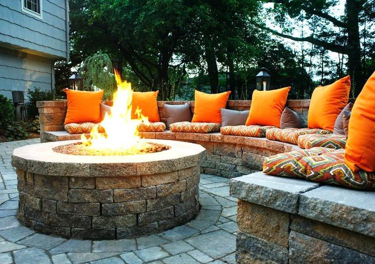 Outdoor fire pits: types, benefits and features