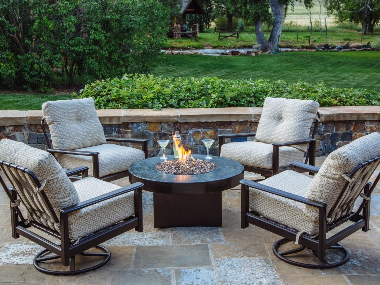 Outdoor gas fire pit: everything you need to know