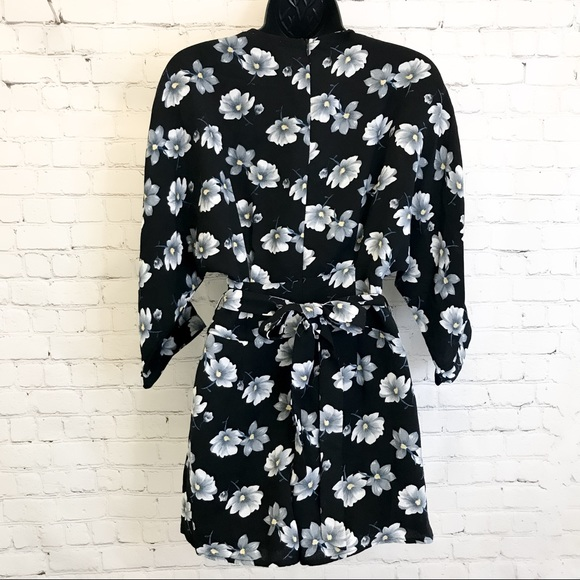 Lucca floral lace up tie waist kimono style Romper size XS