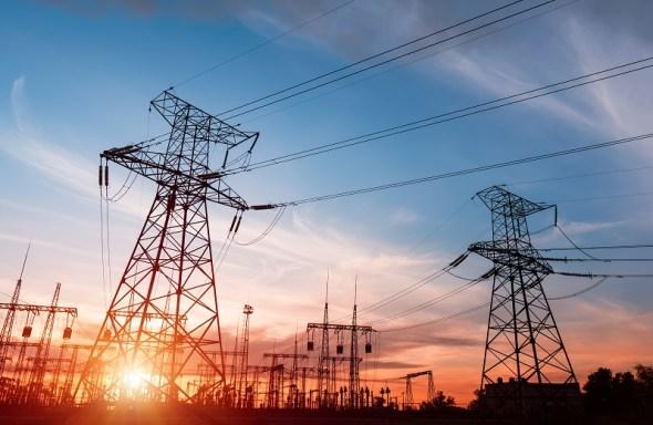 słupy energetyczne wysokiego napięcia