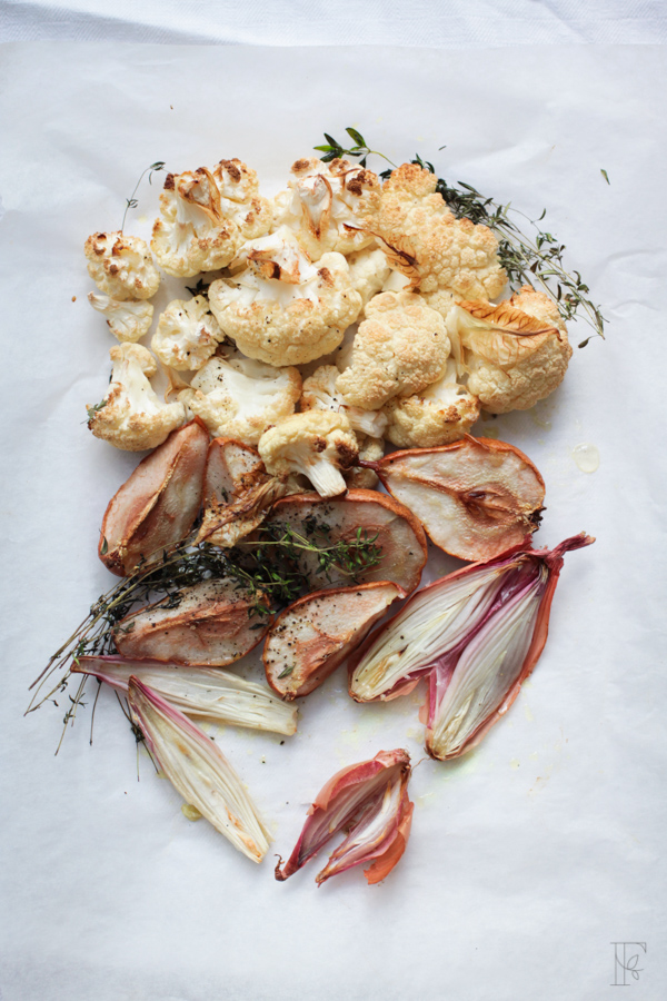 Roasting cauliflower, pears and shallots wit thyme for cauliflower, hazelnut + pear soup