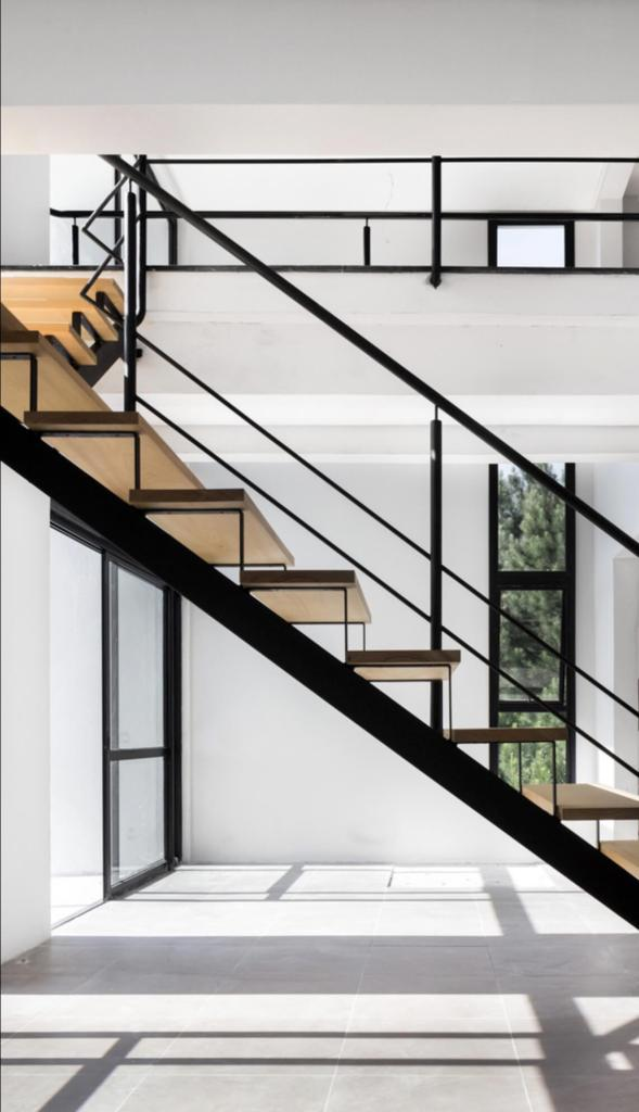 04 Stairs with natural light ideas