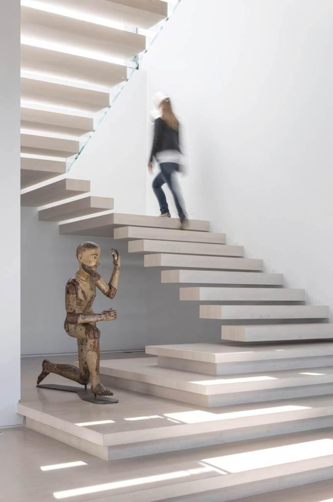 04 Wide Stair Design Ideas