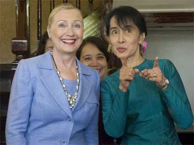 https://i1.wp.com/www.firstpost.com/wp-content/uploads/2011/12/clinton-suukyi-ap.jpg