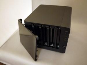 DiskStation 412+ 全面パネル開放