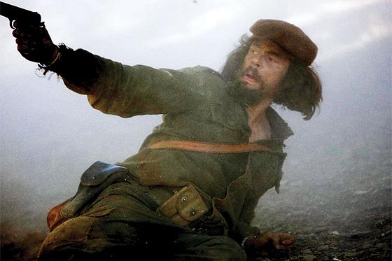 https://i1.wp.com/www.firstshowing.net/img/Benicio-CheGuevara-may-01.jpg