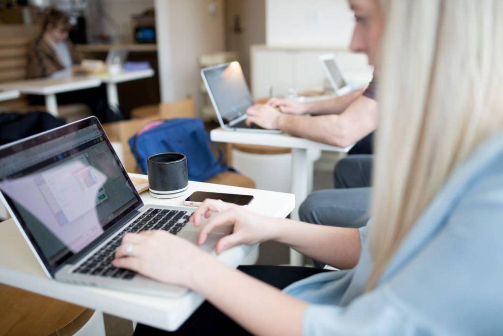 Firstway Marketing - Web Design Wir gestalten Ihre Webseite so individuell wie ein Maßanzug.