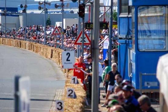 Blick auf den Start-Ziel Bereich beim Fischereihafen-Rennen. Foto Petra Seebeck