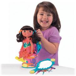 Resultado de imagen para chimpancés jugando con muñecas