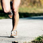 Quali criteri per la ripresa della corsa dopo ricostruzione del legamento crociato anteriore?