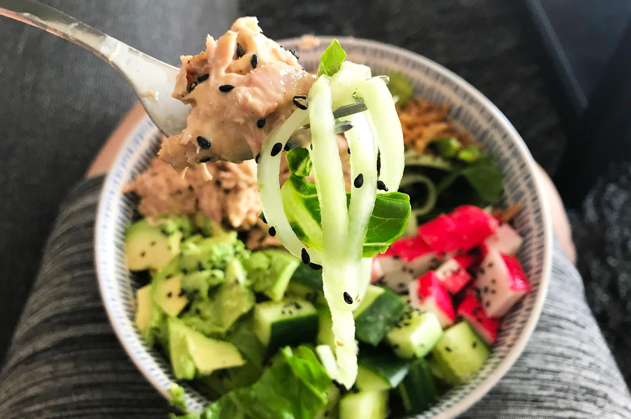 Uitzonderlijk Recept: Pokébowl met sla, tonijn en avocado - Fitaddict.nl #NB34
