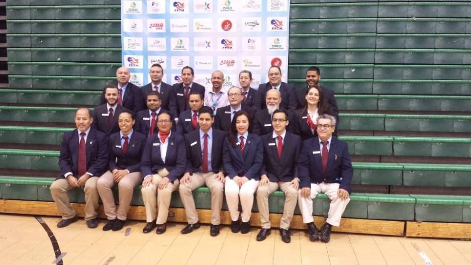 Foto di gruppo con gli arbitri a Portorico