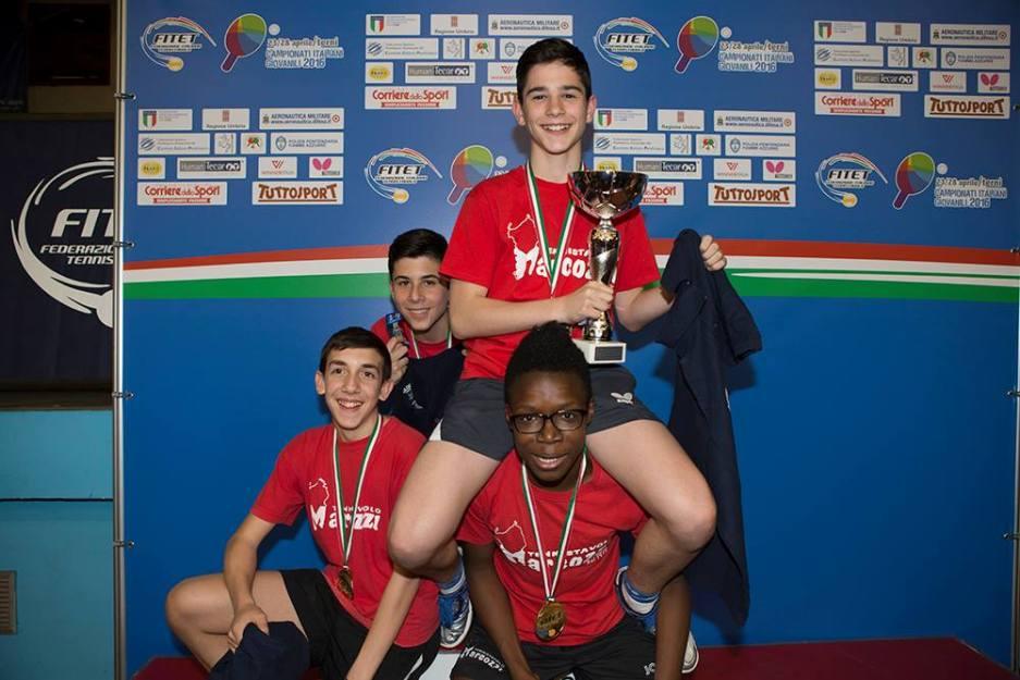 Loi, Poma, Oyebode e Rossi festeggiano pe ril titolo italiano a squadre categoria Allievi (Foto Fitet)