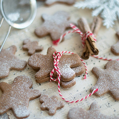 HEALTHY, GLUTEN & SUGAR FREE GINGERBREAD COOKIES