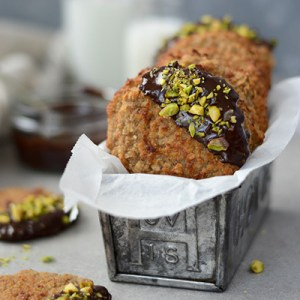 Healthy banana, peanut butter & oat cookies (vegan, gluten free) via Fit Foodie Nutter
