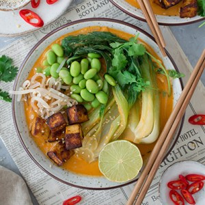 20 MINUTE VEGAN RED THAI CURRY RAMEN