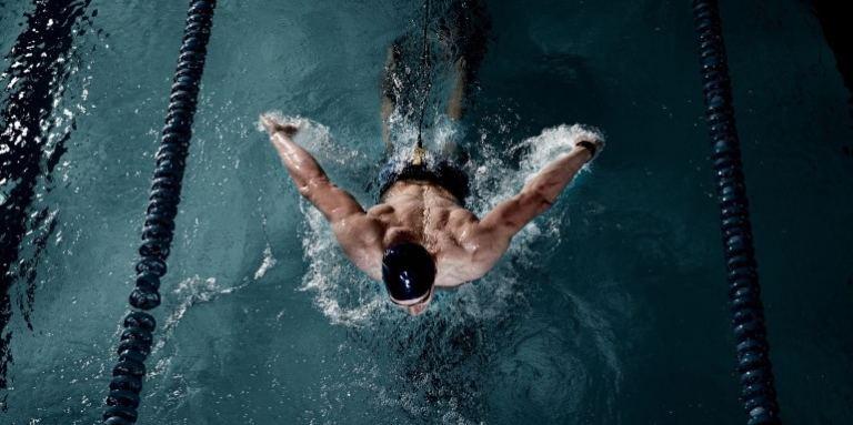 Schwimmbrille-Schwimmer-Vogelperspektive