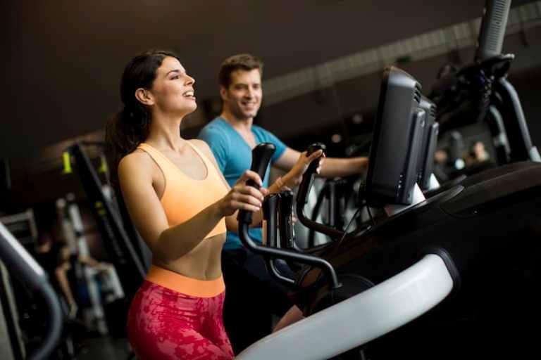 Wie lange sollte ich auf dem Ellipsentrainer sein, um Gewicht zu verlieren?