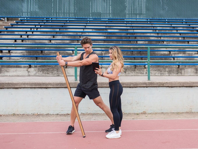Axon fitnessstok op de atletiekbaan
