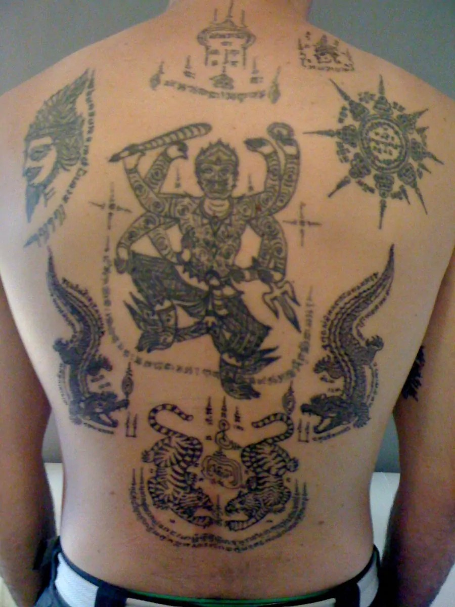 sak yant buddhist tattoo the real experience in thailand. Black Bedroom Furniture Sets. Home Design Ideas