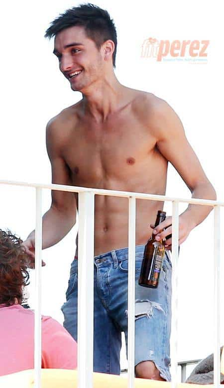 the-wanted-guy-shirtless-drinking__oPt_zpsc5c5acdc