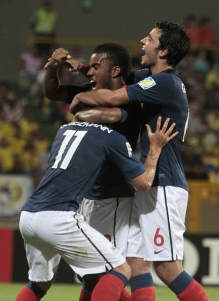 France's Antoine Griezmann (11) celebrates with teammates Alexandre Lacazette (C) and Clement Grenier (R) after scoring against Ecuador in their FIFA U-20 World Cup second round soccer match in Cartagena, August 10, 2011. REUTERS/Joaquin Sarmiento (COLOMBIA - Tags: SPORT SOCCER)