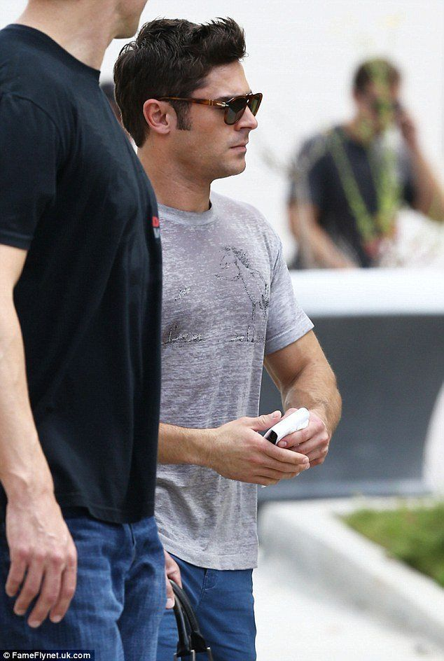 zac-efron-neighbors-2-set-2