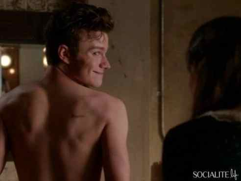 chris-colfer-shirtless-glee-11152013-03-580x435