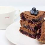 Pancake al brownies e mirtilli