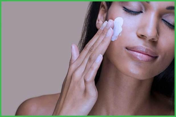 coconut milk moisturizes the skin