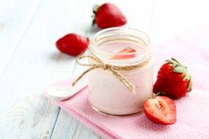 bigstock-Strawberry-Yogurt-In-Glass-On--121853957