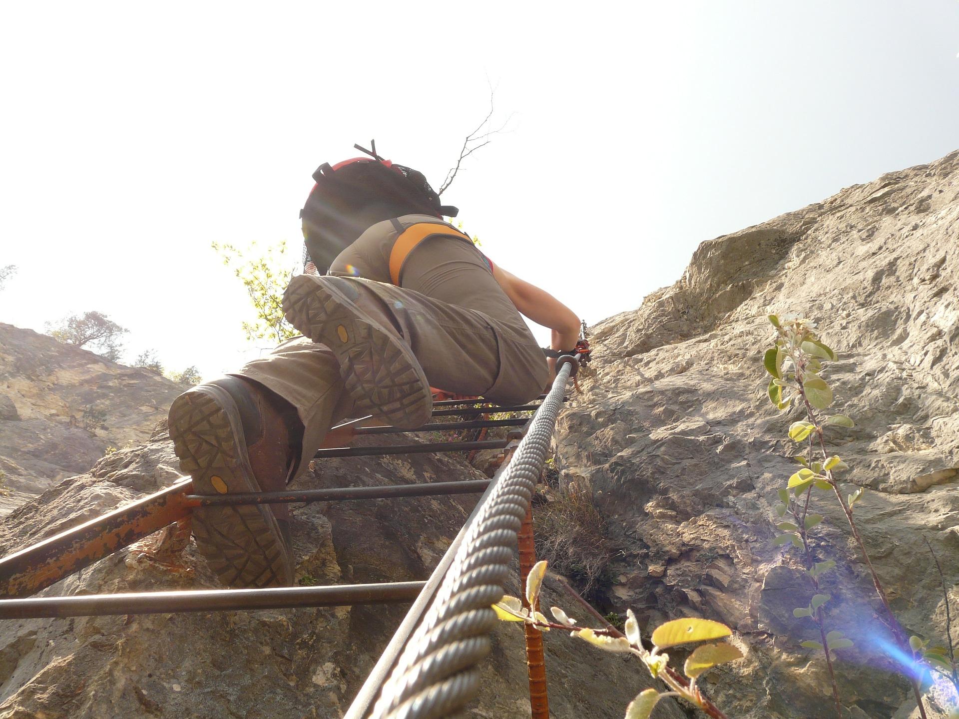 Klettergurt Für Die Halle : Kleine kletterer der richtige klettergurt für kinder outdoorfamilie