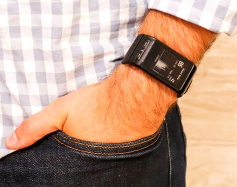 Garmin-vívoactive-HR-GPS-Smart-Watch,-Regular-fit–