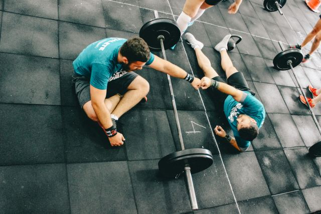 brands personal trainers trust - picture of personal trainer and personal training client