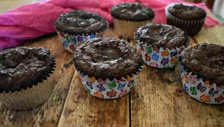 low carb keto chocolate sour cream cupcakes-2