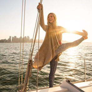 Rachel Brathen yoga girl voilier