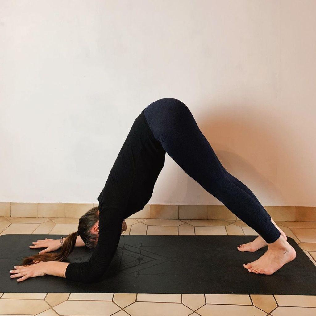 Ardha Pincha Mayurasana (Dolphin pose) warm-up before go into baby crow pose - fitzabout