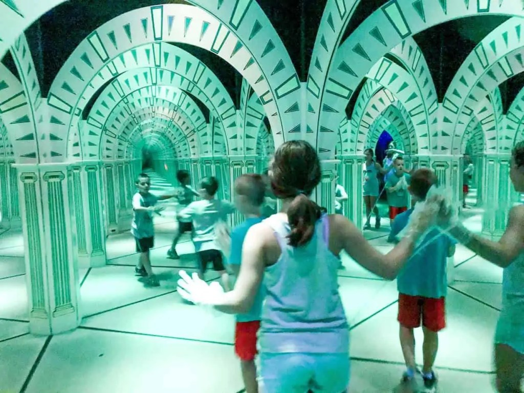 mirror maze in pigeon forge