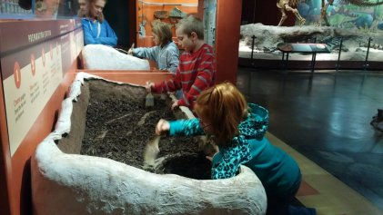 Digging for fossils at Utah Field House of Natural History