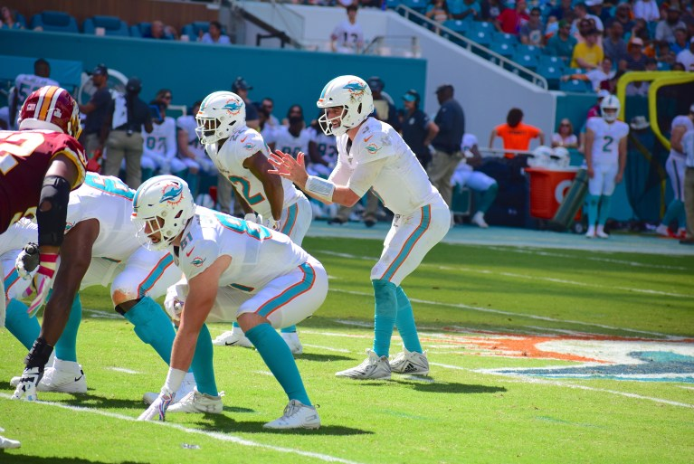 Josh Rosen out, Ryan Fitzpatrick in for Dolphins