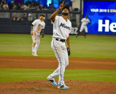 Alcántara's impressive shutout sweeps the Mets