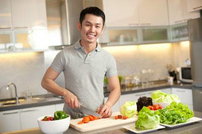 asian-man-cooking-460x306