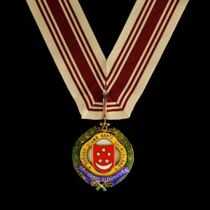 "satpix13 / Alphonsus Chern // No.5b THE DISTINGUISHED SERVICE ORDER DARJAH UTAMA BAKTI CHEMERLANG This neck decoration was awarded to ""anyone who has performed an act or series of acts constituting distinguished conduct"". This was created in 1968 to replace the Distinguished Service Medal, and was first awarded to the late Howe Yoon Chong, then-chairman of the Housing and Development Board, later Member of Parliament for Potong Pasir. Other recepients include the late philanthropist Dr. Ee Peng Liang (1985), former diplomat Lee Khoon Choy (1990), and Singapore's first Chief Justice, the late Wee Chong Jin (1991).##########X##########ALPHONSUS CHERN"